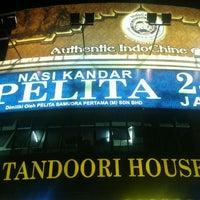 Photo taken at Nasi Kandar Pelita by Helfy A. on 9/30/2011