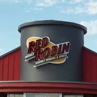 Photo taken at Red Robin Gourmet Burgers by ⓢⓤⓐⓝⓨ❤ on 9/23/2011