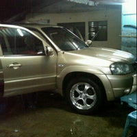 Photo taken at Cucian Mobil 24jam ex. mesjid keong by Ario P. on 10/14/2011