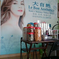 Photo taken at Le Bon Aesthetics 大自然 by Lynn L. on 1/13/2012