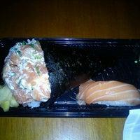 Foto tirada no(a) Kony Sushi Bar por Sara W. em 8/23/2012