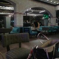 Das Foto wurde bei Kafes Cafe & Nargile von Onur N. am 9/6/2011 aufgenommen
