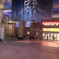 Photo prise au Cinemark Egyptian 24 par Tim le5/17/2011