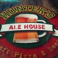 Foto tomada en Hunter's Ale House por Brandon M. el 3/16/2012