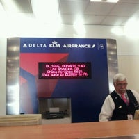 Photo taken at Gate A6 by William S. on 10/5/2011