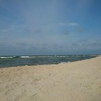 Photo taken at Nidos centrinis pliazas/ Nida Beach by Asta G. on 8/18/2012