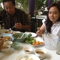 Photo taken at ยิ้ม ยิ้ม ชวนชิม by Vitchavich N. on 4/15/2012