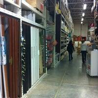 Das Foto wurde bei The Home Depot von Vinicio C. am 3/13/2012 aufgenommen