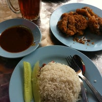 Photo taken at Warung Nasi Lemak Wak Kentut by Raymonds M. on 6/11/2012