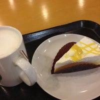 Photo taken at Starbucks Coffee 東京急行大井町駅店 by uzu. on 8/28/2012
