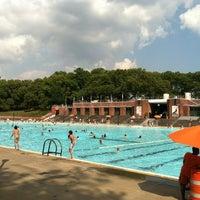 Foto tomada en Astoria Park Pool por Brian M. el 8/2/2012