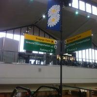 Das Foto wurde bei Newark AirTrain - Terminal A von Ramilya am 7/20/2012 aufgenommen