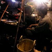 Photo taken at Ayam goreng & sop buntut Pak To by Arko S. on 8/25/2012