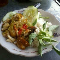 Photo taken at Spesial Sambal Bawang Mas Kobis by Zain Romy I. on 4/19/2012