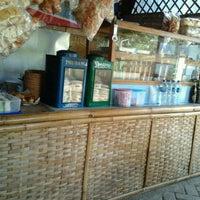 Photo taken at Nasi Pecel Cak Awie by Dendy C. on 4/18/2012