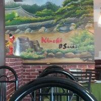 รูปภาพถ่ายที่ Kimchi Sushi โดย Tanya D. เมื่อ 5/19/2012