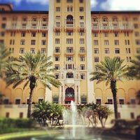Photo taken at Biltmore Hotel Miami Coral Gables by Mario T. on 8/9/2012