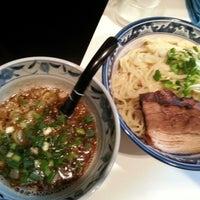 Photo taken at 麺屋 どげんか by Kouhei O. on 7/18/2012
