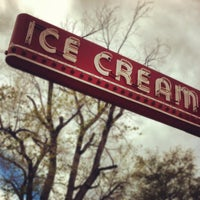 Photo taken at Bonnie Brae Ice Cream by Derrin A. on 4/14/2012