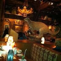 Das Foto wurde bei Clyde's Tower Oaks Lodge von Mark J. am 3/9/2012 aufgenommen