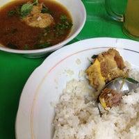Photo taken at Warung Nasi Pindang Kuyung by Durochman M. on 9/5/2012
