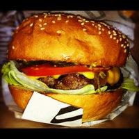 5/27/2012 tarihinde Onur G.ziyaretçi tarafından Burger House'de çekilen fotoğraf