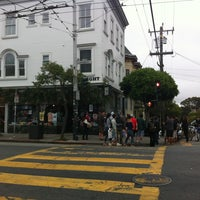 Foto tirada no(a) Haight House por James T. em 7/17/2012