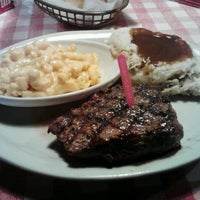 Photo taken at Logan's Roadhouse by Dustin H. on 8/6/2012