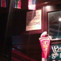 Снимок сделан в 8th Line Pub пользователем Maria C. 3/21/2012