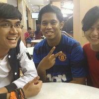 Photo taken at Restoran Nasi Kandar Subaidah by Syawal Z. on 4/6/2012