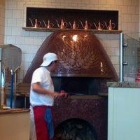Foto tomada en Spacca Napoli Pizzeria por Teccara C. el 6/27/2012