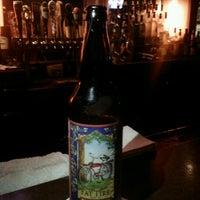 9/1/2012 tarihinde Bee'Kaé H.ziyaretçi tarafından Rocky's Bar & Grill'de çekilen fotoğraf