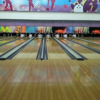 Photo taken at Spincity Bowling Alley by Jihan Y. on 6/16/2012