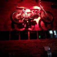 Photo prise au Cobra Lounge par Dale G. le6/10/2012