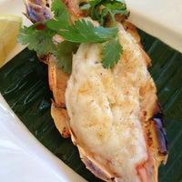 Photo taken at Jumbo Seafood Restaurant by Yongsuk H. on 6/22/2012