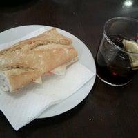 2/27/2012 tarihinde Taehyun K.ziyaretçi tarafından Cervecería Arànega'de çekilen fotoğraf