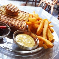 Das Foto wurde bei Toasteria Cafe von Kovis L. am 9/4/2012 aufgenommen