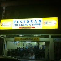 Photo taken at Sate Kajang Haji Samuri by Mohamad F. on 2/15/2012