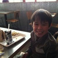 รูปภาพถ่ายที่ Chipotle Mexican Grill โดย Sean W. เมื่อ 2/12/2012
