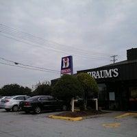 Das Foto wurde bei Braum's Ice Cream & Dairy Store von Supote M. am 8/21/2012 aufgenommen
