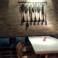 รูปภาพถ่ายที่ Cafe D' Tists โดย Ping K. เมื่อ 12/5/2013
