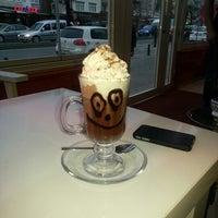 Das Foto wurde bei Ambiance Cafe von Nuriye Y. am 3/9/2013 aufgenommen