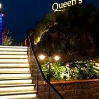 8/11/2014 tarihinde Cem K.ziyaretçi tarafından Queen's Restaurant & Cafe'de çekilen fotoğraf