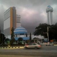 Photo taken at Masjid Al-Muktafi Billah Shah (Masjid Ladang) by Abu . on 1/15/2017