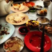 Photo taken at Kedai Kopi dan Makan Seong Kee (祥记饱饺点心茶餐室) by Raejari B. on 11/11/2012