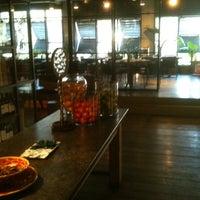 Foto diambil di Bar Tomate oleh ANGÉLICA BRACHO @. pada 2/4/2013
