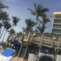 Photo taken at Jupiter Beach Resort & Spa by KeLLy <3 on 3/14/2017