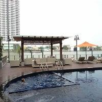 12/30/2012 tarihinde Gift G.ziyaretçi tarafından Riva Surya Bangkok'de çekilen fotoğraf