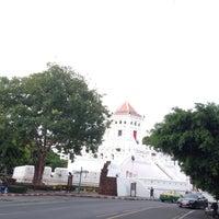 Das Foto wurde bei Phra Sumen Fort von Gift G. am 7/6/2018 aufgenommen