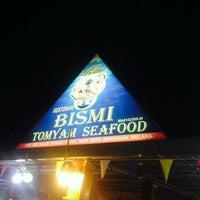 Photo taken at Restoran Bismi Tomyam Seafood by Mohd A. on 10/31/2016